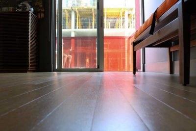 Cómo limpiar suelo porcelánico imitación madera