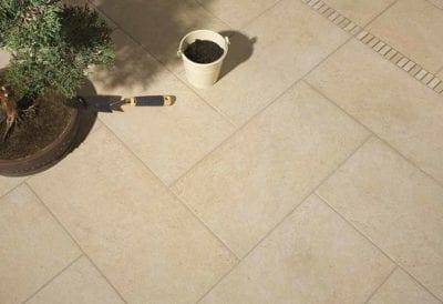 Cómo limpiar suelo porcelánico y poroso antideslizante